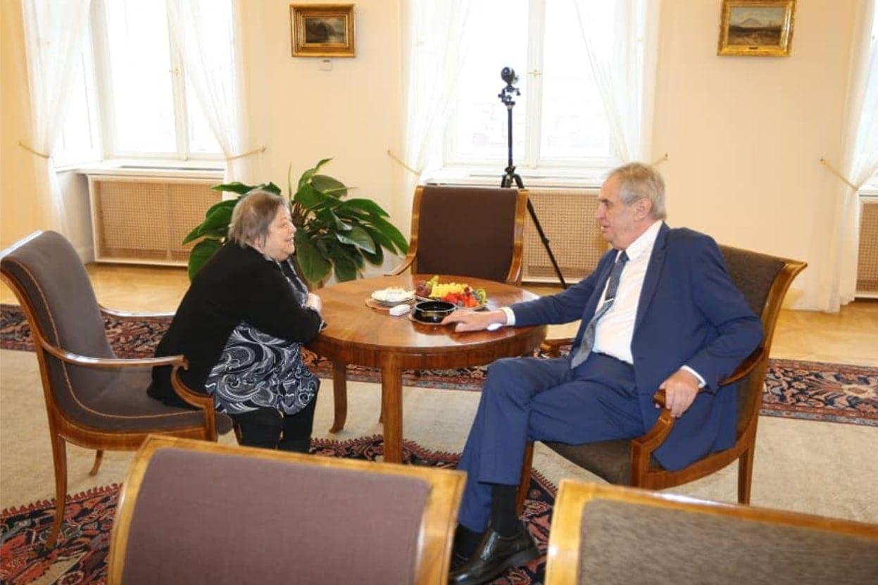 Paní Marie se díky projektu před pár dny osobně setkala s prezidentem Milošem Zemanem.