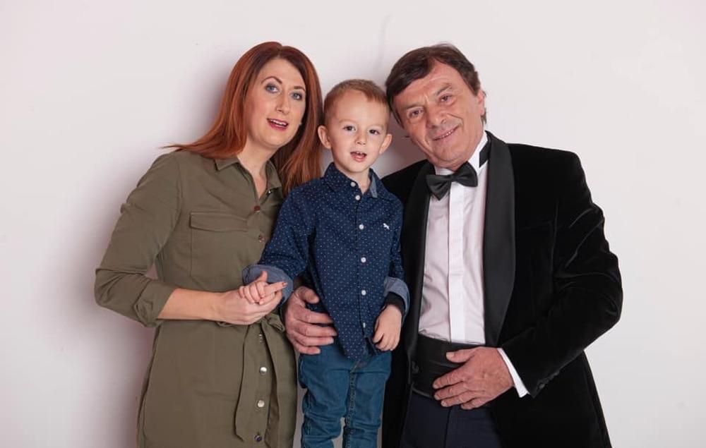 Pavel Trávníček s manželkou a synem.